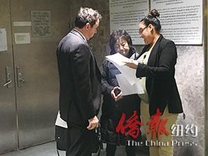 被害者Jum Sim Yim。(家人提供) 被告Geum Min(中)与辩护律师Patrick Mcllwain(左)在庭外。(王伊琳摄)