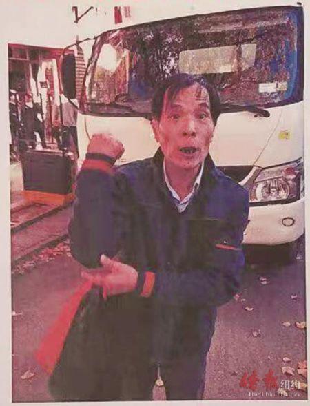 被通缉的华裔男子。